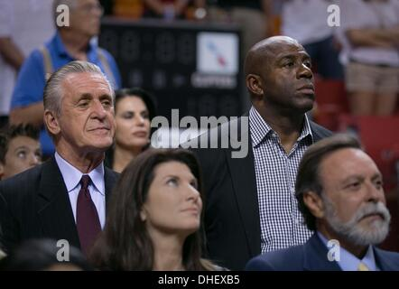 Miami, Florida, USA. 7th Nov, 2013. Miami Heat president Pat Riley and Magic Johnson watch the Heat and Clippers - Stock Photo