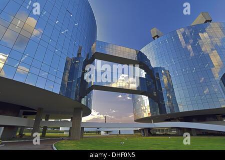 Brazil, Brasilia, Procuradoria Geral da Republica, Oscar Niemeyer, glass facade, General Prosecution Department - Stock Photo
