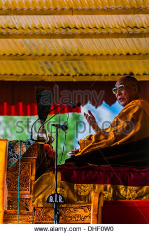 His Holiness the 14th Dalai Lama gives a teaching to a crowd of 175,000 people at Choglamsar, Ladakh, Jammu and - Stock Photo