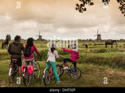 Family with two children on bikes, Kinderdijk, Olanda, Amsterdam - Stock Photo