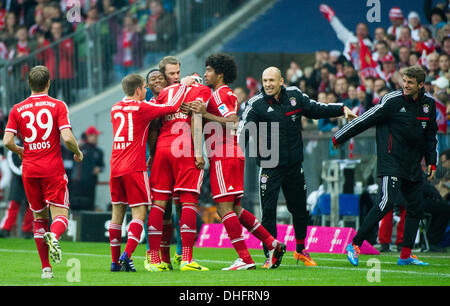 Munich, Germany. 09th Nov, 2013. Munich's team cheer Jerome Boateng's (C, no 17) 1-0 goal during the soccer Bundesliga - Stock Photo