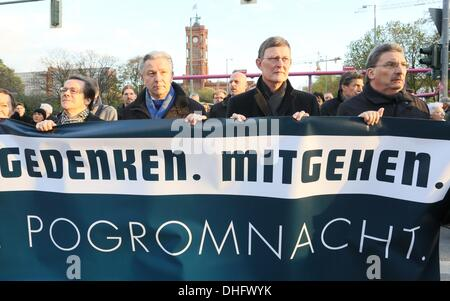 a silent march through Berlin, Germany. 09th Nov, 2013. Bishop Markus Droege (L-R), Berlin's governing mayor Klaus - Stock Photo