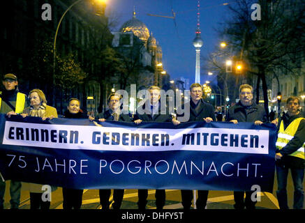 a silent march through Berlin, Germany. 09th Nov, 2013. Bishop Markus Droege (L,4TH, L-R), Berlin's governing mayor - Stock Photo