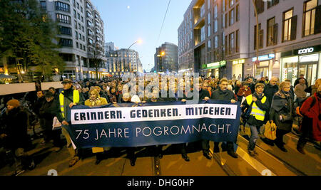 a silent march through Berlin, Germany. 09th Nov, 2013. Bishop Markus Droege (FRONT, 4-L-R), Berlin's governing - Stock Photo