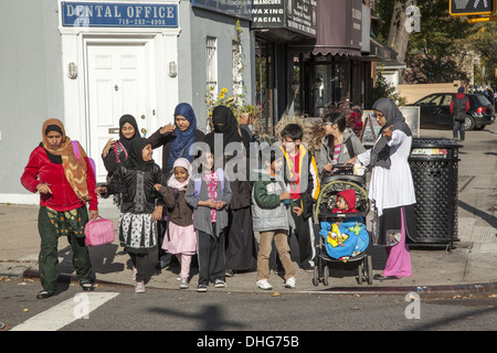 Muslim moms bringing kids home after school along Cortelyou Road in Ditmas Park, Brooklyn, NY. - Stock Photo