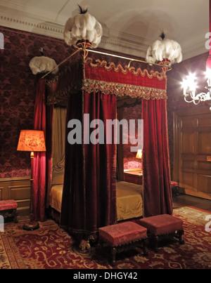 Red Bedroom, Dunham Massey, in the evening. NT near Altrincham, Cheshire, England, UK - Stock Photo