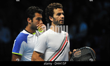 Aisam-Ul-Haq Qureshi whispering his next game play to Jean-Julien Rojer on day 6 of the Barclays ATP World Finals - Stock Photo