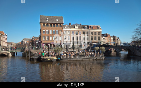 De Rijn. The confluence of Old and New Rhines in the centre of Leiden - Stock Photo