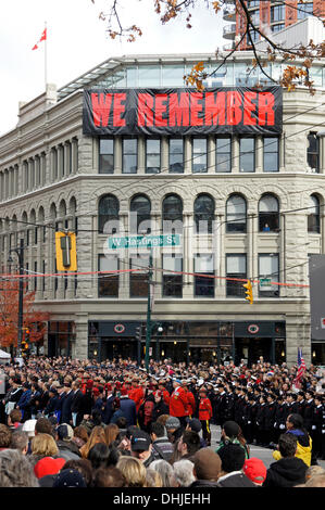 Soldiers, army cadets, and members of the Royal Canadian Mounted Police gather at Remembrance Day ceremonies in - Stock Photo