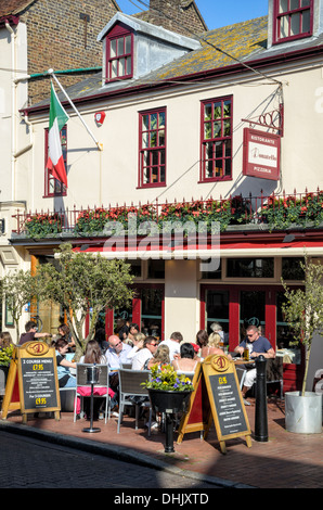 Small Italian restaurant, busy with al fresco diners during the English summer. Brighton Lanes, Sussex southern - Stock Photo