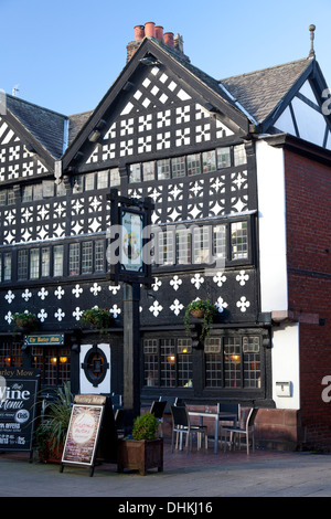 The 17th century Barley Mow pub, in Golden Square Warrington, Cheshire - Stock Photo