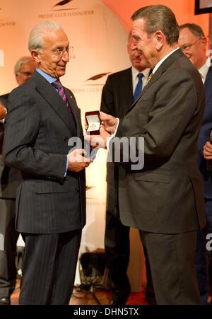 Hanover, Germany. 12th Nov, 2013. Former German Chancellor Gerhard Schroeder (SPD, R) awards brain surgeon Madjid - Stock Photo