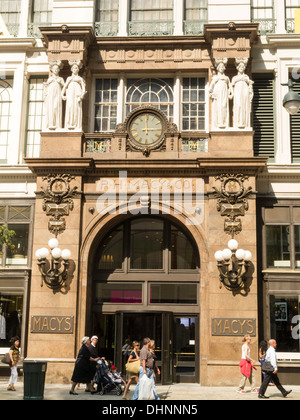 Beaux-Arts Statues, Main Entrance, Macy's Department Store, 151 W. 34th Street, NYC - Stock Photo
