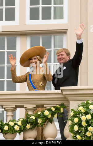 Netherlands, The Hague, King Willem-Alexander and Queen Maxima greeting the public from the balcony of palace called - Stock Photo