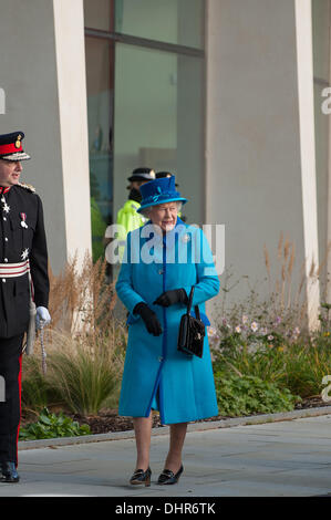 Manchester, UK. 14th November 2013. Her Majesty the Queen arrives at the official opening of CO-OP headquarters - Stock Photo
