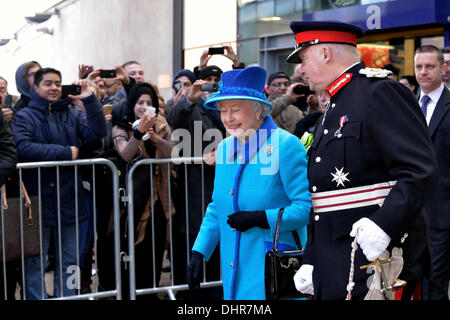 Manchester, UK. 14th November 2013. The Queen leaves Piccadilly Station in Manchester accompanied by the Lord-Lieutenant., - Stock Photo