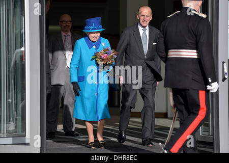 Manchester, UK. 14th November 2013. The Queen and the Duke of Edinburgh leave the new eco-friendly Noma Cooperative - Stock Photo