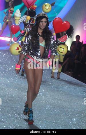 New York, , USA. 13th Nov, 2013. Model SARA SAMPAIO walks the runaway at 2013 Victoria's Secret Fashion Show held - Stock Photo