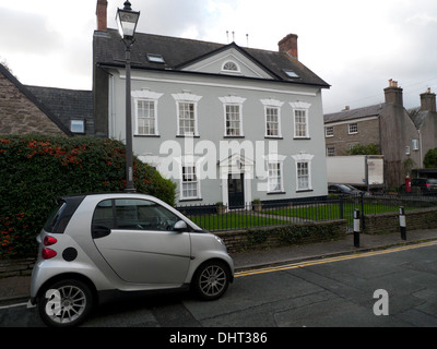Silver Smart Car parked in front of Ivy Towers Grade II listed building in Crickhowell, Powys, Wales UK  KATHY DEWITT - Stock Photo
