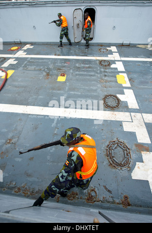 DJIBOUTI, Djibouti (Nov. 14, 2013) - Uganda People's Defence Force members search a target vessel during Exercise - Stock Photo