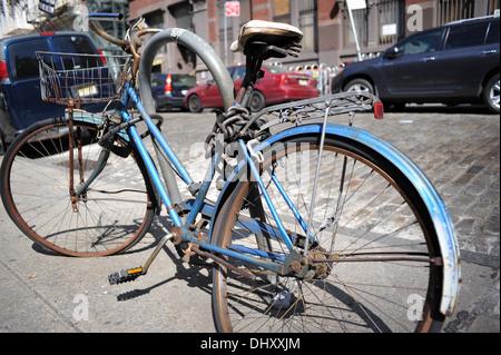 A rusty old bike in Manhattan - Stock Photo