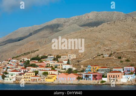 Griechenland, Dodekanes, Insel Chalki, Nimborio (Emborio), einige der pastellfarbenen Häuser sind zu mieten - Stock Photo