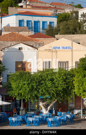 Griechenland, Dodekanes, Insel Chalki, Nimborio (Emborio), Taverne Maria, dahinter Zifos Travel - Stock Photo