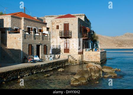Griechenland, Dodekanes, Insel Chalki, Nimborio, einige der Häuser im klassizistischen Stil sind zu mieten - Stock Photo
