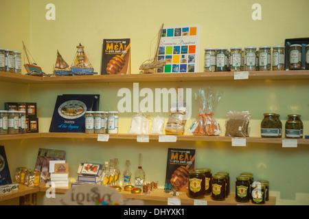 Griechenland, Dodekanes, Insel Chalki, Nimborio, Geschäft Loullouei verkauft traditionelle Produkte - Stock Photo