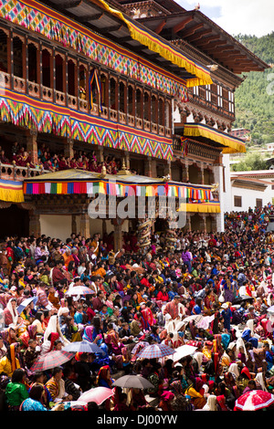 Bhutan, Thimpu Dzong, annual Tsechu, festival capacity crowd in front of Dzong - Stock Photo