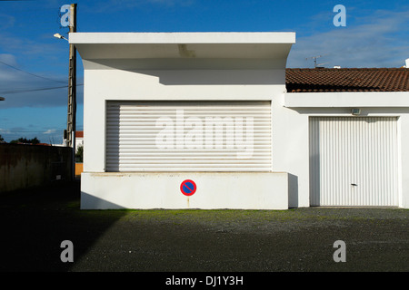 Fromentine vendee france stock photo royalty free image for Garage renault vendee