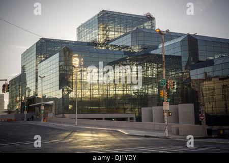 The Jacob Javits Convention Center in New York on Saturday, November 16, 2013. (© Richard B. Levine) - Stock Photo