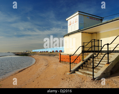 Beach at Canvey Island, and Concord Cafe closed for the winter. - Stock Photo
