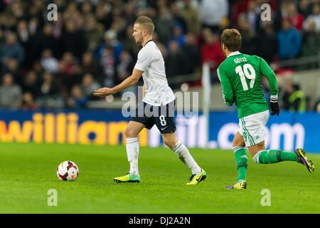 London, UK. 19th Nov, 2013. England's Tom CLEVERLEY during the International football friendly game between England - Stock Photo