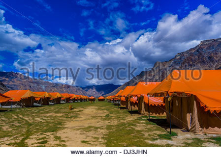 Gold Drop Camp (tented accomodation) at Sarchu The camp (at 14,432 feet) along the so-called Leh-Manali Highway - Stock Photo