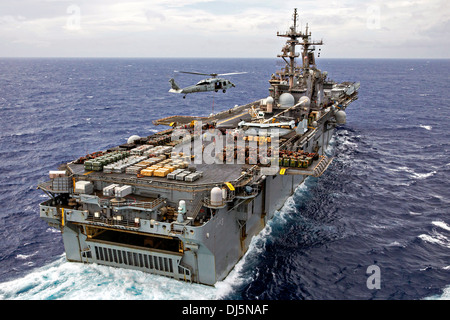 The US Navy amphibious assault ship USS Kearsarge conducts an ammunition offload October 30, 2013 in the Atlantic - Stock Photo