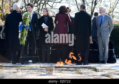 Arlington, Virginia, USA. 20th November 2013. Former United States President Bill Clinton, First Lady Michelle Obama - Stock Photo