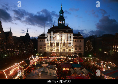 Christmas market infront of town hall, Lueneburg, Lüneburg, Lower Saxony, Germany - Stock Photo