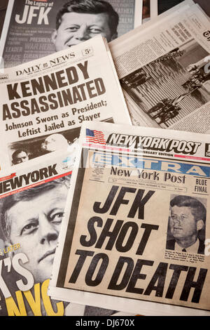 New York, USA. 22nd November 2013. The front pages of New York, on Friday, November 22, 2013 newspapers feature - Stock Photo