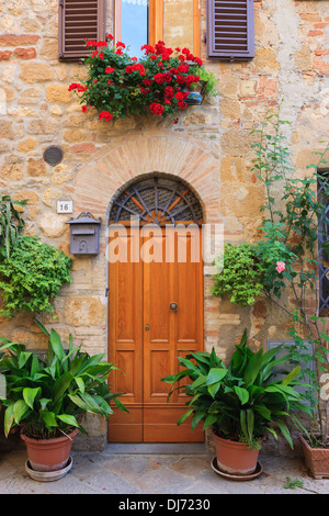 Front door in Pienza, in the heart of the Tuscany - Stock Photo