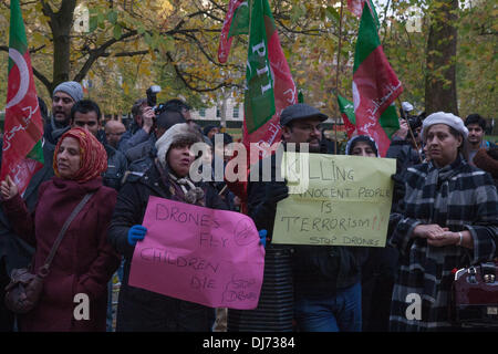 London, UK . 23rd Nov, 2013. Members and supporters of Pakistan Tehreek-e-Insaf (the Pakistani political party headed - Stock Photo