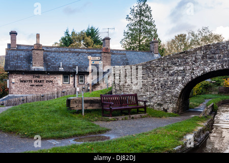 Bridge over the Monmouthshire and Brecon Canal at Talybont on Usk by the White Hart Inn. - Stock Photo