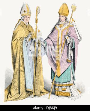 16th XVI 17th century XVII Italian Ecclesiastical costumes Bishop in Cope Stole and Chamberlain - Stock Photo
