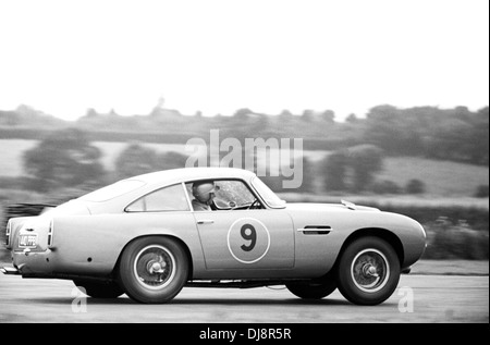 No9 Roy Salvadori in an Aston Martin DB4GT, finished 2nd in the Tourist Trophy, Goodwood, England 20 August 1960. - Stock Photo