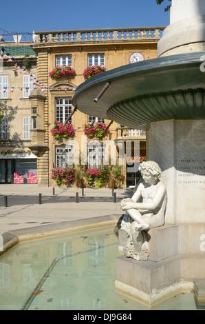 Street scene of salon de provence bouches du rh ne paca for Cours anglais salon de provence