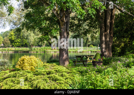 The pretty landscaped garden of the Trout Farm in the Cotswold village of Bibury in the Coln Valley. - Stock Photo