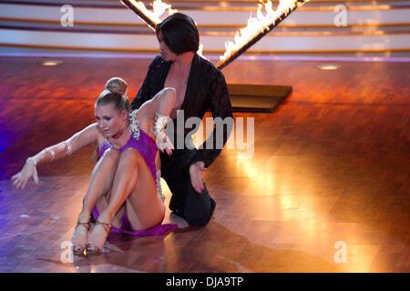 Magdalena brzeska on german rtl tv show 39 die pool for Pool dance show