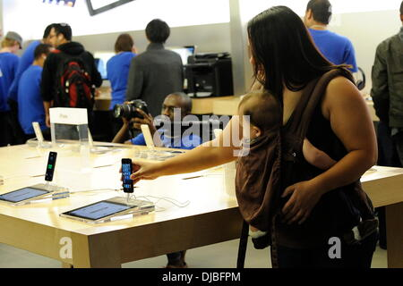 Atmosphere iPhone 5 goes on sale at the Apple Store in Toronto's Eaton Centre. Toronto, Canada - 21.09.12 - Stock Photo