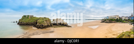 PANORAMIC VIEW OF SOUTH BEACH TENBY, PEMBROKESHIRE WITH  CALDEY ISLAND IN BACKGROUND.IN BACKGROUND - Stock Photo