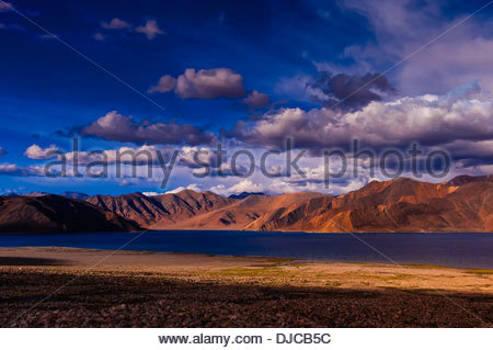 83 mile long Pangong Lake is the highest salt water lake in the world. It sits at 14,000 feet. 30% of the lake is - Stock Photo